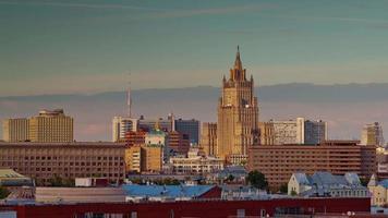 Rusia atardecer luz Moscú ciudad techo top siete hermanas panorama 4k lapso de tiempo