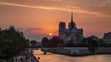 Francia atardecer notre dame de paris river bay panorama 4k lapso de tiempo video