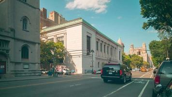 Park avenue giornata di sole 4k lasso di tempo da new york video