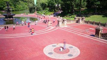 Central Park Hauptbrunnen Platz 4k Zeitraffer von New York video