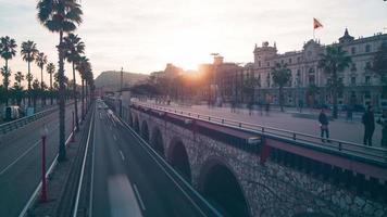 Barcelona atardecer tráfico bahía 4k lapso de tiempo España