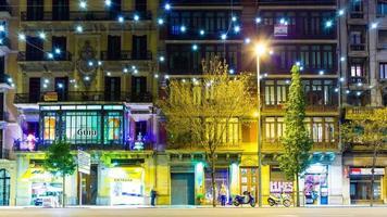 luz noturna de barcelona decoração mágica tráfego bloco de rua 4k lapso de tempo