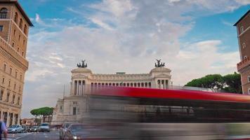 Italia estate tramonto plazza venezia altare della patria traffico panorama 4k lasso di tempo roma
