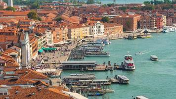 Italia verano día Venecia ciudad famoso san marco campanile tráfico aéreo bahía panorama 4k lapso de tiempo video