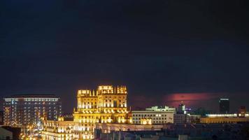 belarus, minsk, famosa estação ferroviária, pôr do sol, noite, panorama, 4k, time lapse video