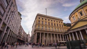 Italia giorno luce Milano città san carlo chiesa vista strada panorama 4K lasso di tempo