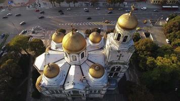 varna bulgaria, a catedral da suposição vista aérea video