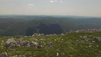 telecamera panoramica verso il basso su nanos, slovenia