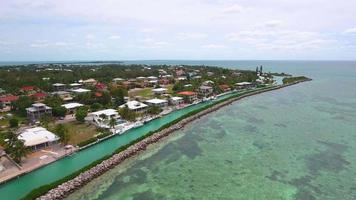 vídeo drone aéreo casas à beira-mar em key largo fl video