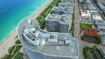 video aéreo de surfside miami beach