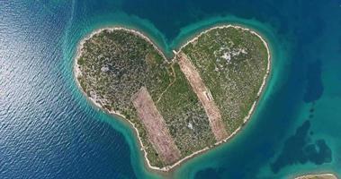 vista aerea dell'isola di galesnjak, croazia video