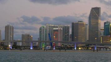 EUA miami sunset sky no centro da cidade vista para o mar 4k video