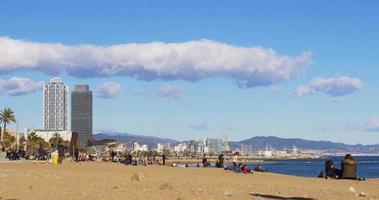 barcelone soleil lumière jour temps plage ciel nuageux panorama 4k espagne