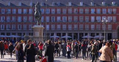 Spagna sole luce madrid affollato plaza sindaco monumento 4K video