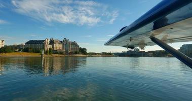 Vista 4K da idrovolante, hotel delta, porto interno di victoria, columbia britannica