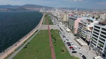 Fliegen über die Küste von Izmir