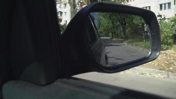 área de segurança ao lado do veículo