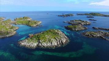 ilha rochosa em lofoten na noruega video