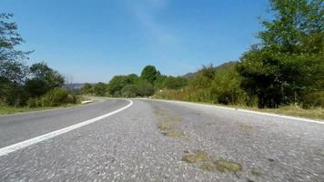 guida su strada rurale