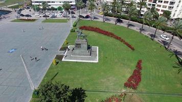 sorvolando piazza della repubblica di izmir