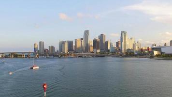 eua miami verão pôr do sol no centro do golfo panorama 4k video
