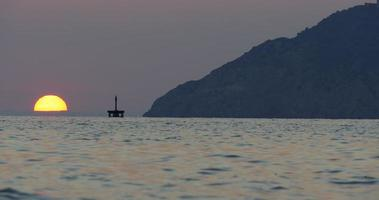 Costa de la montaña cerrar vista al mar mediterráneo 4k España
