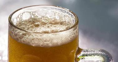 birra alla luce del sole