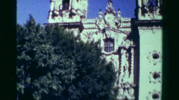 1978: la costruzione della cattedrale della chiesa religiosa inclina verso il basso una giornata di sole del cielo blu.