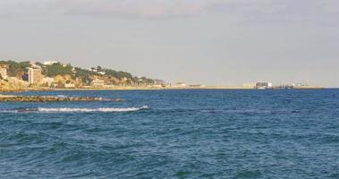costa della collina del Mar Mediterraneo 4K caldes d'estrac