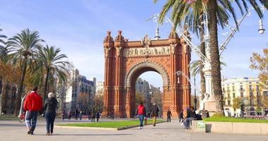 estrada de caminhada turística arco de triomf luz do dia 4k espanha barcelona