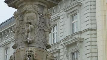 alter Brunnen in Bratislava video
