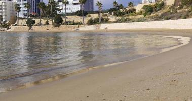Calpe invierno tiempo playa olas 4k