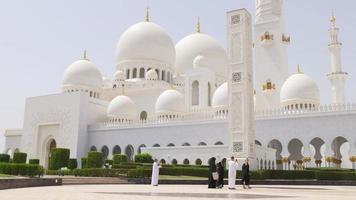 dia de verão dos eua em frente à mesquita árabe principal video