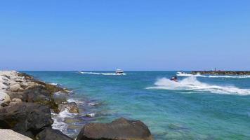 Estados Unidos día de verano miami beach ocean pass jet ski tráfico de yates 4k
