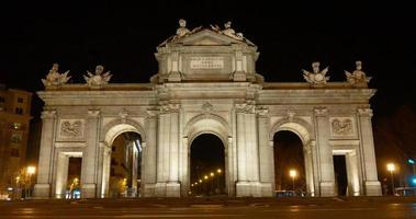spain madrid night light arch de triumph front 4k