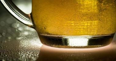 tasse de bière froide légère video