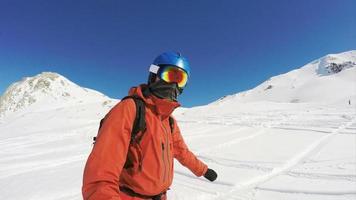 Snowboarden in einer Freeride-Zeitlupe