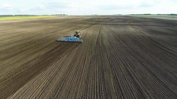 agricultura y cosechadora aérea video