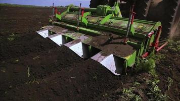 piante di semina del trattore agricolo video