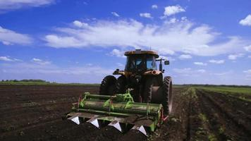 agricultura trator semeadura video