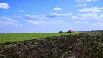 plantas de siembra de tractor agrícola video