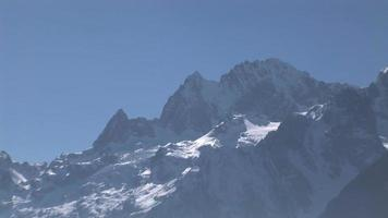 neige couverte de montagne