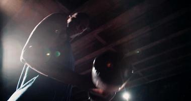 levantamiento de pesas afroamericano ocupado culturismo para ejercicio video