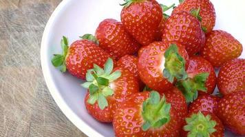Panning over fresh strawberries