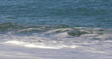 mer Méditerranée journée ensoleillée vagues bouchent 4k espagne