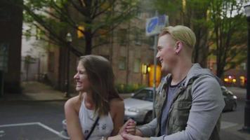coppia carina ridere insieme video