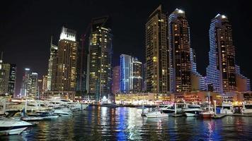 lapso noturno da marina de dubai, emirados árabes unidos video