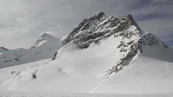 paesaggio di montagna delle alpi alpine svizzere video