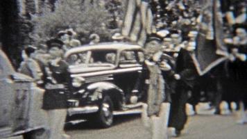 1937: sfilata di laurea in abiti interi dell'università.
