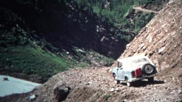 (8mm vintage) 1966 jeep mountain driving